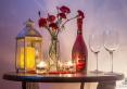 stolik - romantycznie -szampan w gratisie w  wyznaczone weekendy.